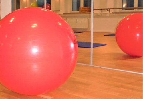 roter Gymnastikball