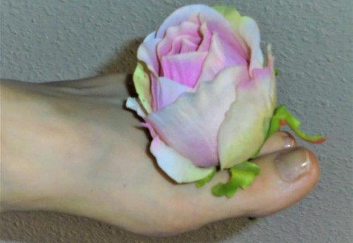 Fuß mit Blume